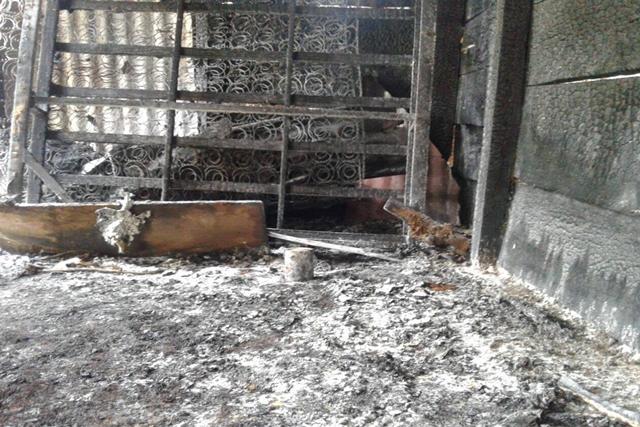 La mujer fue encontrada muerta por los bomberos en una habitación. La víctima mortal vivía sola. (Foto Prensa Libre: Whitmer Barrera)