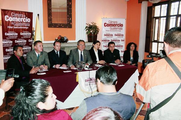 Directivos de  la Cámara de Comercio de Quetzaltenango solicitan la continuidad de la Cicig en Guatemala. (Foto Prensa Libre: Carlos Ventura)