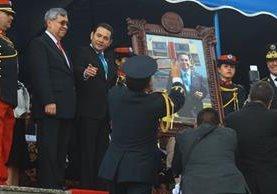 El binomio presidencial participó en un acto con motivo del Día del Cadete en la Escuela Politécnica. (Foto Prensa Libre: Álvaro Interiano)