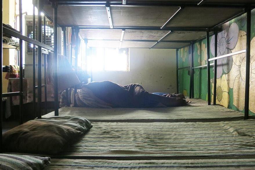 Los niños que desean desintoxicarse viven durante mucho tiempo en establecimientos con instalaciones precarias.