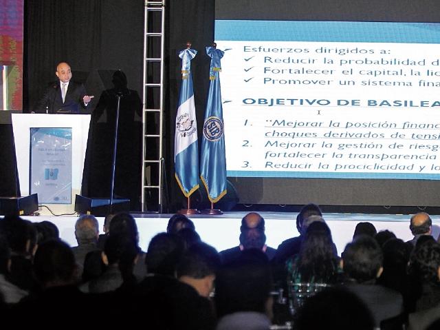 El ciclo de conferencias sobre Supervisión Financiera inaugurado ayer es organizado por la Superintendencia de Bancos. (Foto Prensa Libre: Esbin García)