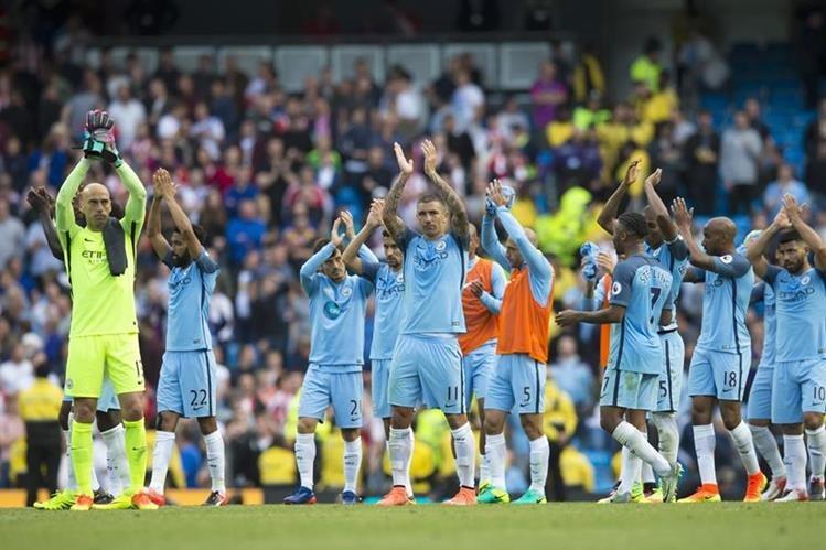 El City de Guardiola aún no convence a su afición en la Premier League. (Foto Prensa Libre: AP)