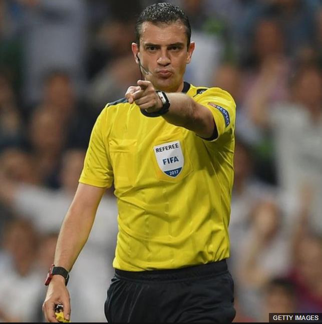 El árbitro húngaro Viktor Kassai, el mismo que utilizó por primera vez el VAR en el mundial de clubes, ha sido muy criticado por su actuación.