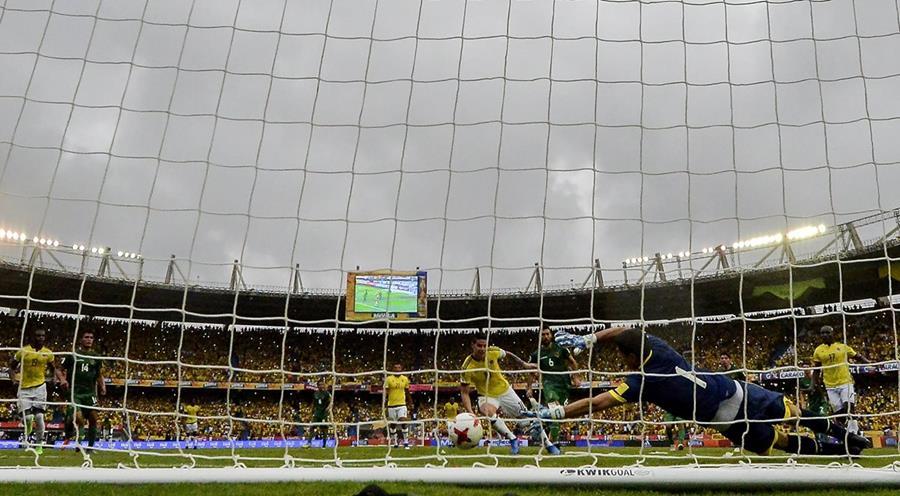 El portero boliviano había detenido el penalti a James pero no pudo evitar el gol en el contra remate.