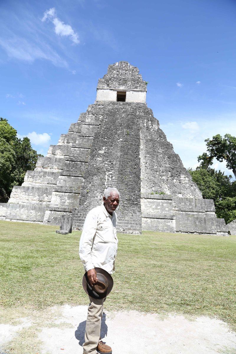 Freeman disfrutó su recorrido por las ruinas de la ciudad maya. (Foto Prensa Libre: Cortesía Rosendo Morales)