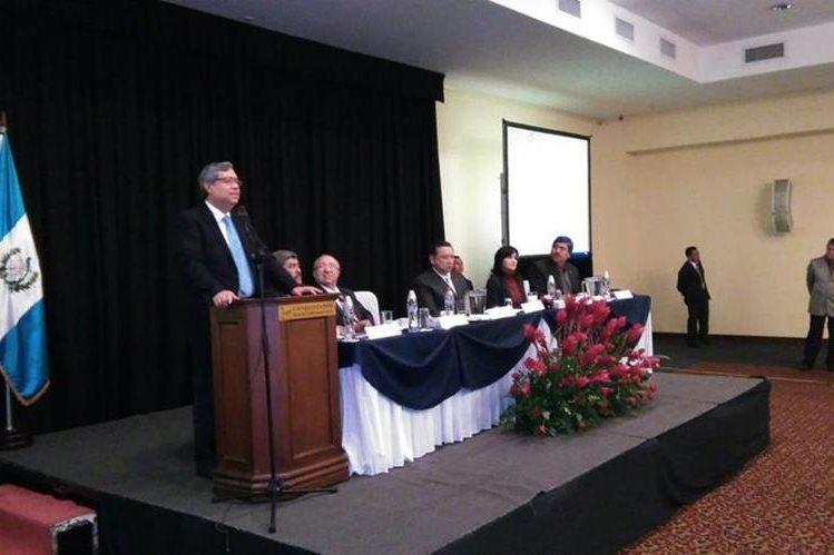 El vicepresidente electo Jafeth Cabrera particpó en la actividad de la Contraloría General de Cuentas. (Foto Prensa Libre: Esbin García)