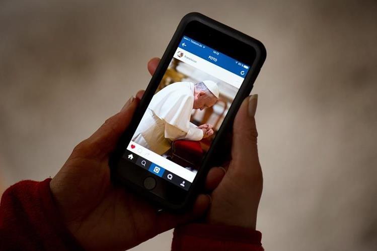 El papa difunde su primer foto en su cuenta de Instagram. (AFP)