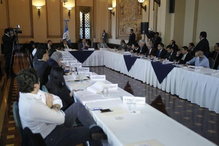 Mesa Técnica busca consensos para crear un proyecto de ley que modifique la Ley Electoral y de Partidos Políticos. (Foto Prensa Libre: Paulo Raquec)