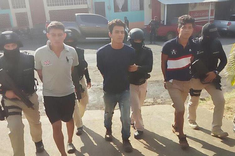 Luego de allanamientos, la PNC logra la captura de los presuntos secuestradores en Taxisco. (Foto Prensa Libre: Enrique Paredes)