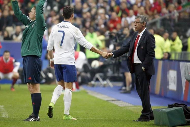 Fernando Santos asegura que tras la clasificación a la Eurocopa, quiere hacer varias rotaciones y dar descanso a Cristiano. (Foto Prensa Libre: Hemeroteca PL)