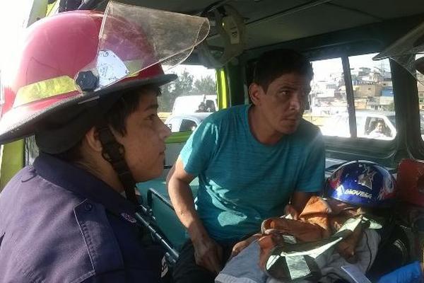 Werner Jiménez Aguirre, de 38 años, intentó quitarse la vida al buscar lanzarse del puente El Incienso, zona 7 (Foto: Bomberos Municipales)