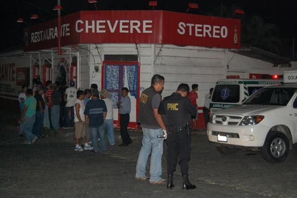 <p>Ministerio Público y Policía hacen las investigaciones correspondientes. (Foto Prensa Libre: Alex Coyoy)</p>