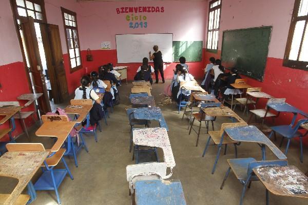 <p>Menos de 15 estudiantes reciben clases en la Escuela de Aplicación de Belén, en la zona 1, y  más de la mitad de escritorios permanecen vacíos.</p>