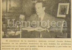 El presidente Jacobo Árbenz Guzmán da un discurso al pueblo de Guatemala el 20 de junio de 1952 y denuncia una conspiración en contra del gobierno. (Foto: Hemeroteca PL)