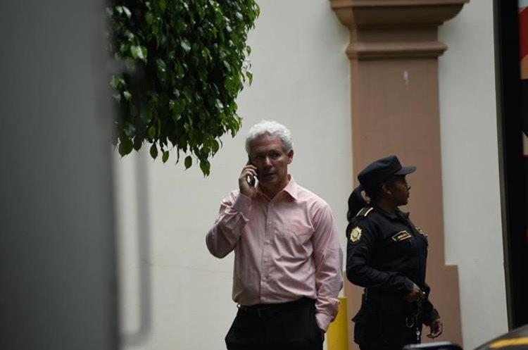 Enrique Lacs fue sustituido por el economista Héctor Adolfo Barrera Ortíz.