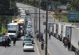 En noviembre del año pasado los transportistas concluyeron una huelga contra los cambios en el horario de circulación que la comuna capitalina había modificado. (Foto Prensa Libre: Hemeroteca PL)