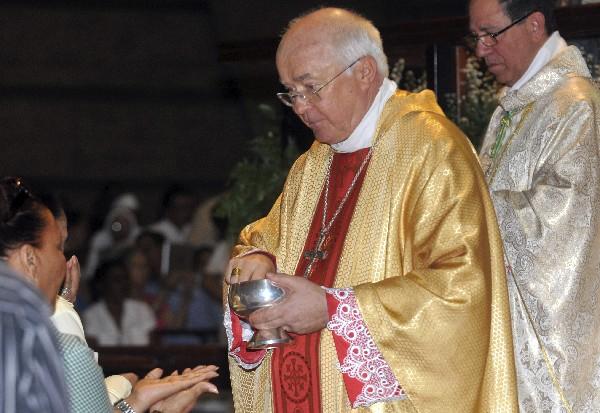 Josef Wesolowski durante una misa en  República Dominicana.