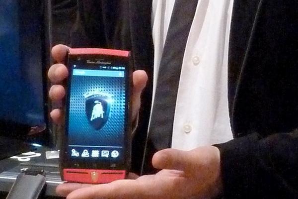 """<p>Presentación del teléfono de Lamborghini en la feria tecnológica de Las Vegas. (Foto: AFP)<br _mce_bogus=""""1""""></p>"""