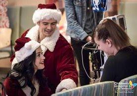 Katy Perry y Orlando Bloom celebraron con niños del hospilta la Navidad. (Foto Prensa Libre: Hospital Infantil de Los Ángeles)