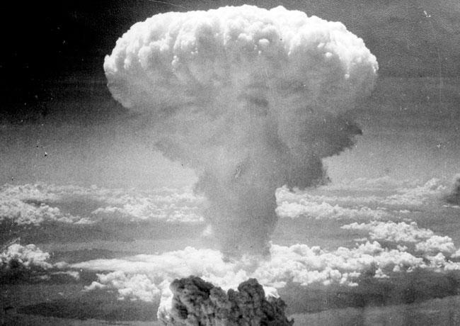¿Quien no recuerda la imagen del enorme hongo de gases tras la explosión de la segunda bomba atómica que EE. UU. lanzó sobre Japón? El hecho ocurrió en agosto de 1945 en Nagasaki, murieron 80 mil japoneses. (Foto Prensa Libre: Wikipedia).