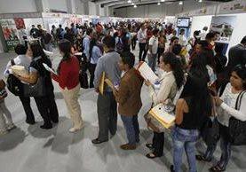 Más de 10 mil personas asistieron a la Feria del Empleo organizada por el Ministerio de Trabajo y el Banco de los Trabajadores. (Foto Prensa Libre: Hemeroteca PL)