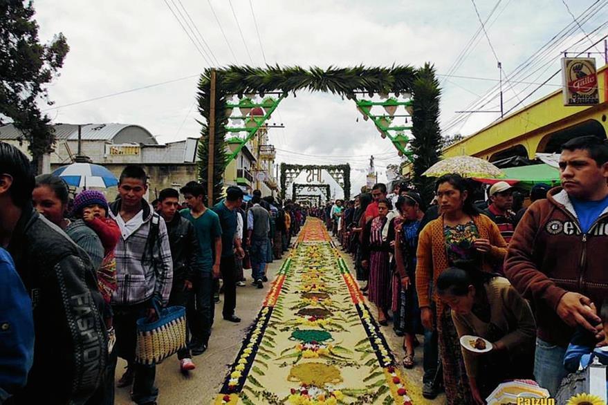 Los pobladores de Patzún esperan cada año la celebración del Corpus Christi,  pues por medio de esa actividad  los vecinos se reúnen. (Foto Prensa Libre: Facebook, Patzún tierra de girasoles)