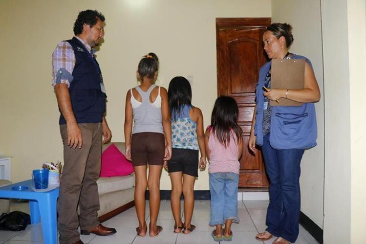 Tres hermanas fueron rescatadas por ser víctimas de trata de personas. (Foto Prensa Libre: Rolando Miranda)