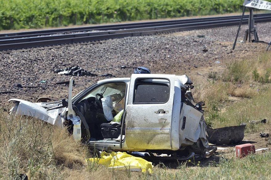 Los tres tripulantes del picop murieron en el lugar. (Foto Prensa Libre: AP).