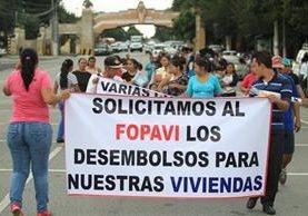 El grupo demanda la renuncia de los funcionarios de la cartera de Comunicaciones. (Foto Prensa Libre: Esbin García)