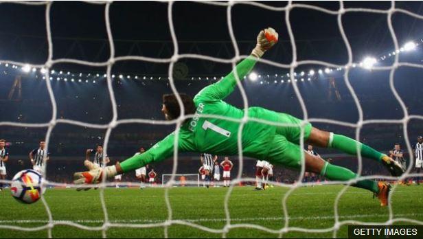 Foster no pudo jugar el último partido de su equipo frente al Leicester City y es duda para este sábado contra Southampton.