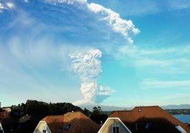 El volcán Calbuco sorpresivamente hizo erupción después de 42 años de inactividad en Chile,(Foto Prensa Libre:AFPAFP