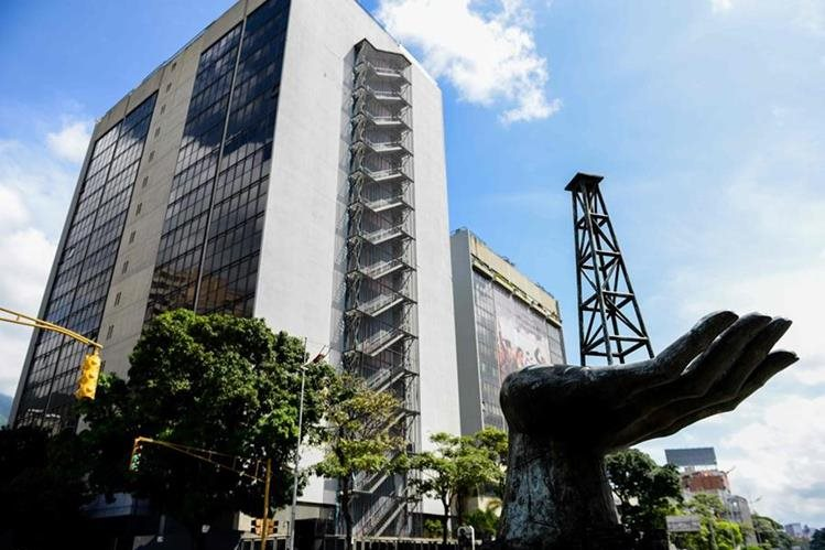 Venezuela fue declarada en default parcial por las calificadoras de riesgo Fitch y S&P. (Foto Prensa Libre: AFP)