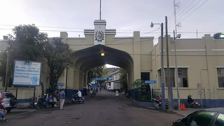 Aduana de San Cristóbal, en Atescatempa, Jutiapa, donde vecinos bloquean el paso de vehículos. (Foto Prensa Libre: Óscar González)