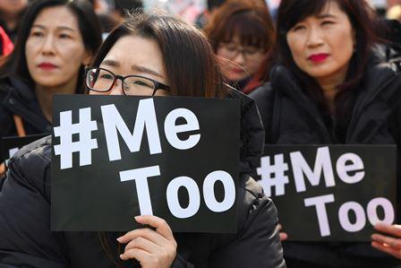 El movimiento #MeToo nació a raíz de denuncias de acoso sexual, el hashtag es utilizado por miles de mujeres de todo el mundo, y han llenado las redes sociales de relatos y denuncias de los abusos sexuales que han sufrido.(Foto Prensa Libre: AFP)