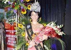 Fernanda Hernández fue investida Flor de Feria de Zacapa. (Foto Prensa Libre: Víctor Gómez)