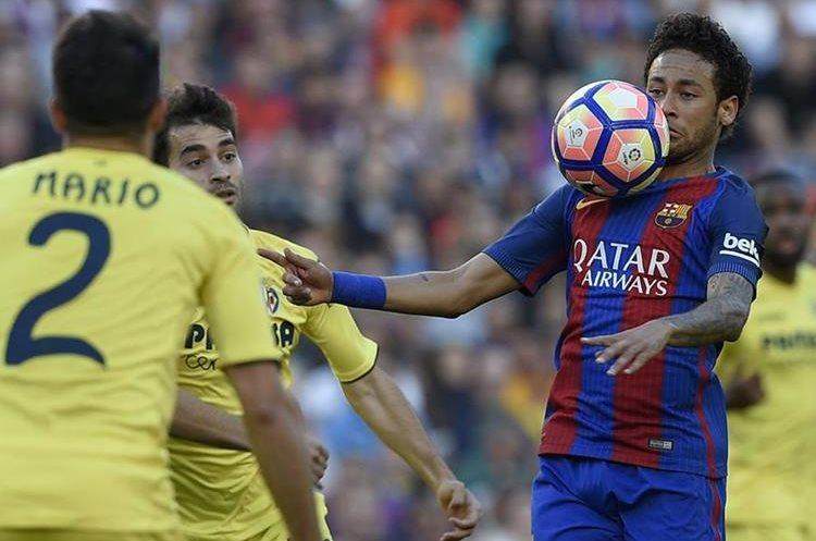 """""""Ney"""" se lució con varias jugadas en el partido y la afición le aplaudió su esfuerzo. (Foto Prensa Libre: AFP)"""