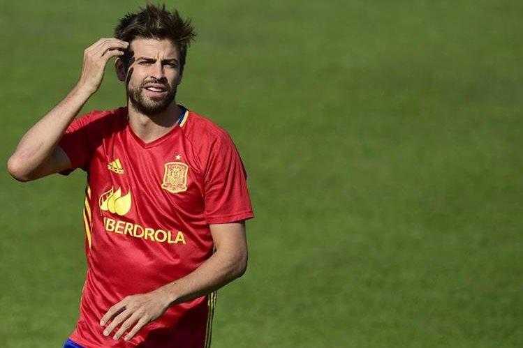 El defensa de la selección española Gerard Piqué habló sobre su continuidad en la Roja. (Foto Prensa Libre: AFP)