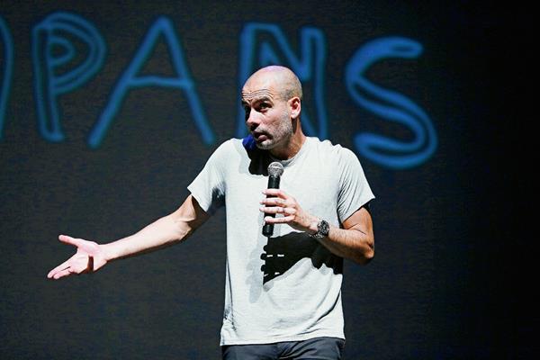 El extécnico blaugrana Josep Guardiola, durante la charla brindó en el teatro Kursaal de Manresa sobre pasión, liderazgo y equipo con motivo del 50 aniversario de la Asociación Ampans. (Foto Prensa Libre: EFE)
