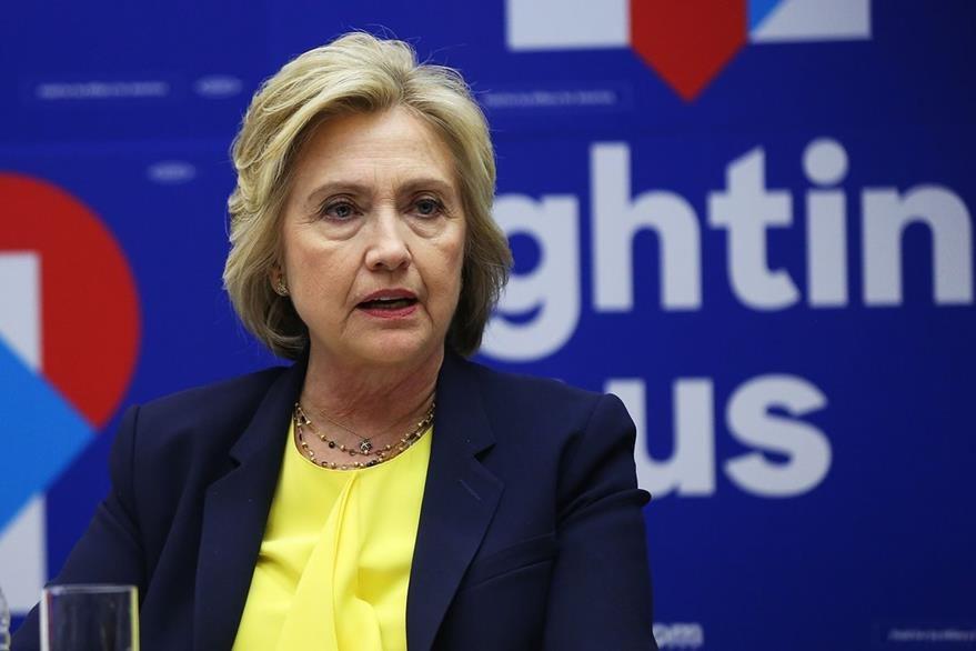 HIllary Clinton debe enfrenta aún dos frentes, Trump y Sanders, lo cual no es del agrado de muchos demócratas. (Foto Prensa Libre: AFP).