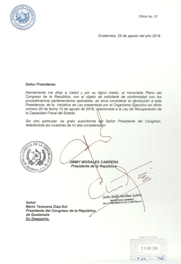 Carta enviada por la Presidencia al Congreso para que devuelva la iniciativa de ley de Reforma Fiscal. (Foto Prensa Libre: Congreso de la República)