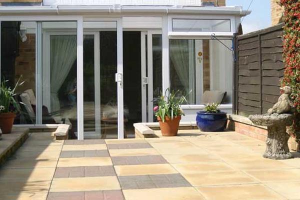 Limpia tus pisos de exterior for Pisos para patios rusticos