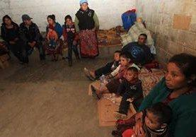 La familia Temá fue desalojada en marzo último de su propiedad. Ahora clama por regresar a su tierra. (Foto Prensa Libre: Estuado Paredes)