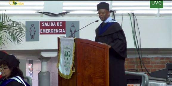 El embajador de Estados Unidos Tobb Robinson durante su discurso en la Universidad del Valle. (Foto Prensa Libre: tomada de Youtube)