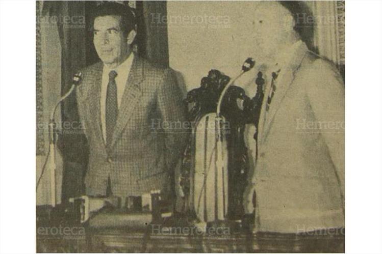 El jefe de Estado, Efraín Ríos Montt (i) junto a Gonzalo Asturias, secretario presidencial. (Foto: Hemeroteca PL)