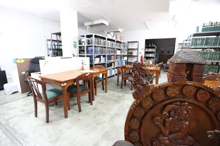 El Congreso de la República tiene un área para consultar los más de 5 mil títulos que allí se guardan. (Foto Prensa Libre: Ana Lucía Ola)