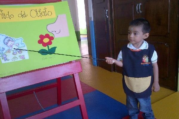 <p>La educación debe fomentar el desarrollo integral de los niños y no coartar su creatividad.</p>