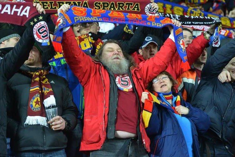 La Uefa abrió un expediente disciplinario contra la Lazio italiana por los gritos de contenido racista. (Foto Prensa Libre: AFP)