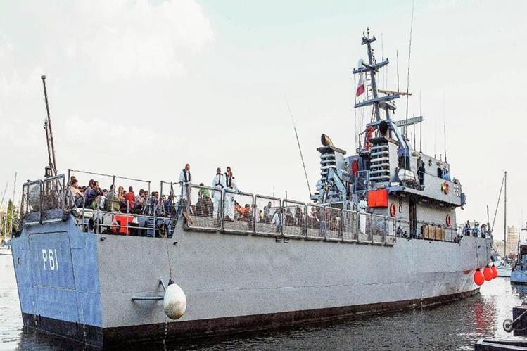 Los migrantes sobrevivientes llegan al puerto de Malta. (Foto Prensa LIbre:AP)