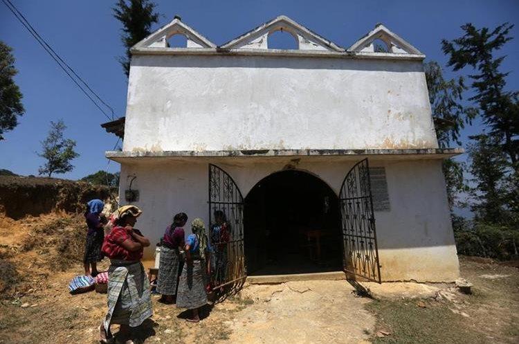 Capilla construida sobre los restos de 268 víctimas.(Foto Prensa Libre: EFE)