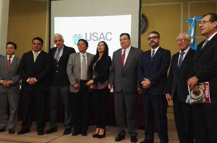 Funcionarios del Ministerio de Salud, de la Organización Mundial de la Salud y de la Universidad de San Carlos de Guatemala en presentación de iniciativa de Ley de Control del Tabaco.  (Foto Prensa Libre: Roni Pocón)